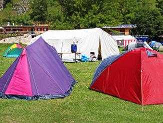 Zelte auf einem Campingplatz
